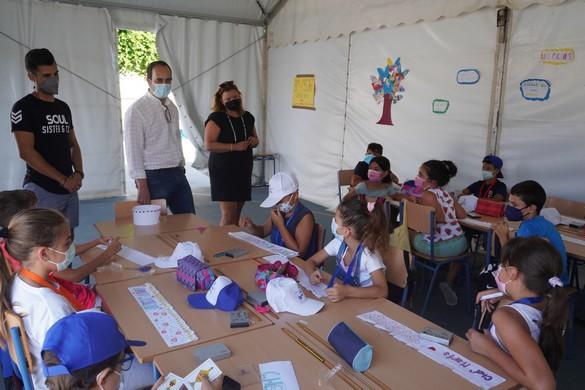 210723 Alcalde y concejala Escuela de Verano