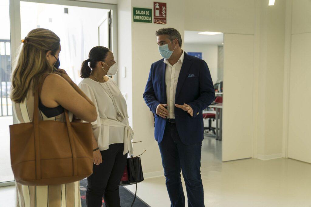 La diputada de Deportes, Conce Pérez, asiste al acto de defensa de la candidatura del municipio de Viator a 'Villa Europea del Deporte 2022'. En la Casa de la Cultura de Viator